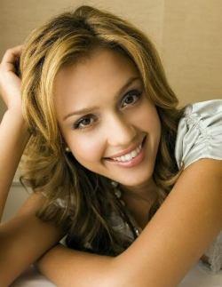 Melanie (Jessica Alba)
